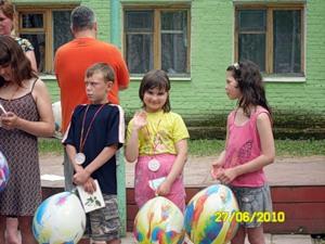 именинница нашего отряда- Ленуська- ребёнок радуется и это здорово!